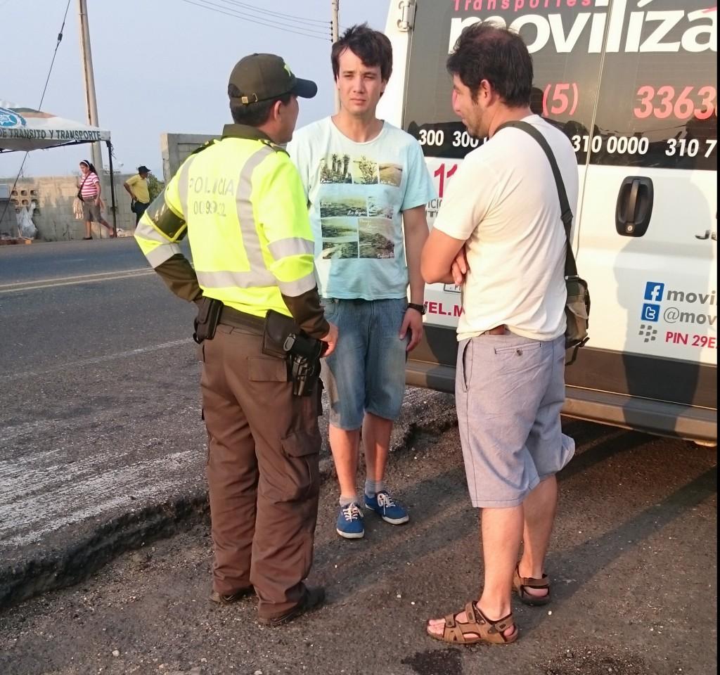 Politikontroll mellom Cartagena og Taganga/Santa Marta (Foto: Tarjei)